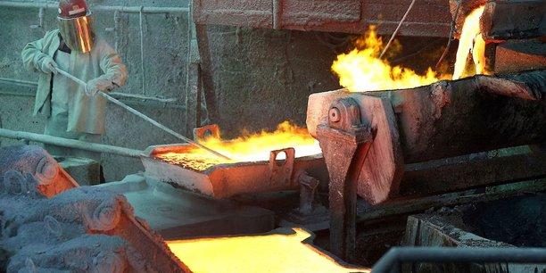 Un employé dans la fonderie de cuivre de la Codelco à Ventanas, au Chili. Le prix du métal rouge, l'un des meilleurs baromètres de la santé industrielle mondiale, avoisine les 10.000 dollars la tonne, le double de son point bas de 2016, avant même que le plan de relance étatsunien ne prenne la suite du supercycle chinois.