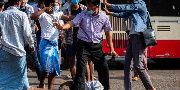 Birmanie: violences a rangoun entre opposants et partisans de la junte militaire[reuters.com]