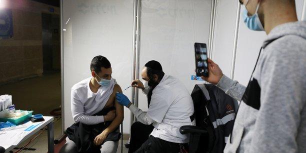 Israel dit avoir vaccine 50% de sa population contre le covid-19[reuters.com]