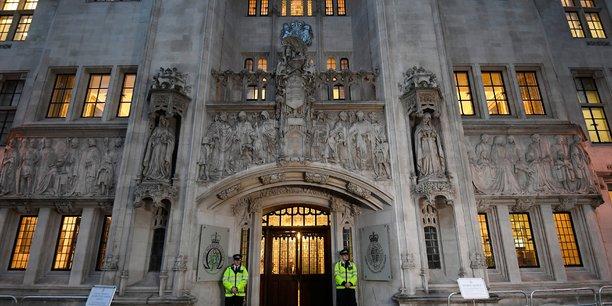 La justice britannique refuse le retour en grande-bretagne d'une jeune femme ayant rejoint l'ei[reuters.com]