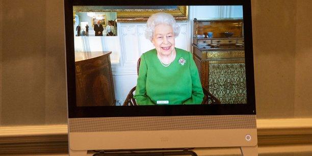 La reine elizabeth recommande a ses sujets de se faire vacciner[reuters.com]