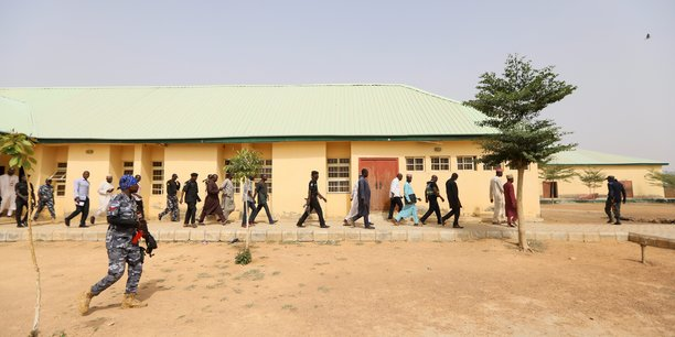 Nigeria: 27 adolescents liberes, plus de 300 jeunes filles toujours recherchees[reuters.com]