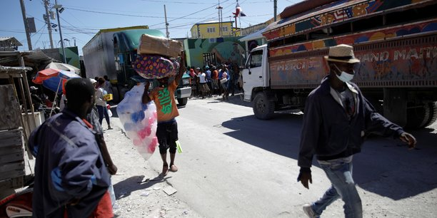 La republique dominicaine va construire une cloture le long de sa frontiere avec haiti[reuters.com]
