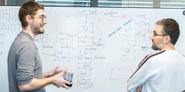 Nicolas Rabault, le cofondateur et CEO de Luos (à gauche), mise sur l'open source pour convertir un grand nombre d'utilisateurs à sa solution de développement de systèmes embarqués.