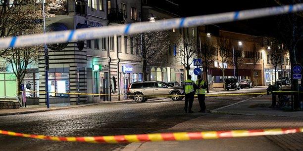 Attaque au couteau en suede, possible acte terroriste selon la police[reuters.com]