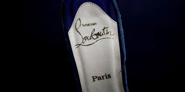 Christian Louboutin a établi son entreprise au cœur de Paris en 1991, d'abord avec une collection pour femmes, puis une collection pour hommes.