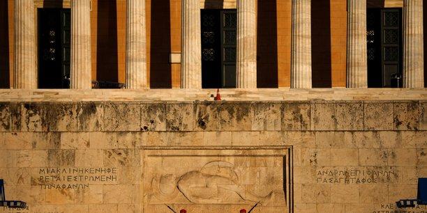 La grece en passe de lever les restrictions pour le commerce de detail et le tourisme[reuters.com]