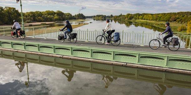 La Loire à vélo, qui a été empruntée par 1,2 million de cyclistes en 2020, s'inscrit dans un circuit total de 5.000 kilomètres dans le Centre-Val de Loire (Crédit photo: ©David Darrault)