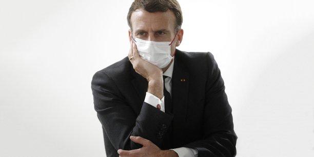 Hier, mercredi 17 mars 2021, le président français Emmanuel Macron s'est entretenu avec le personnel travaillant dans le service de soins intensifs de l'hôpital de Poissy / Saint Germain en Laye, près de Paris.