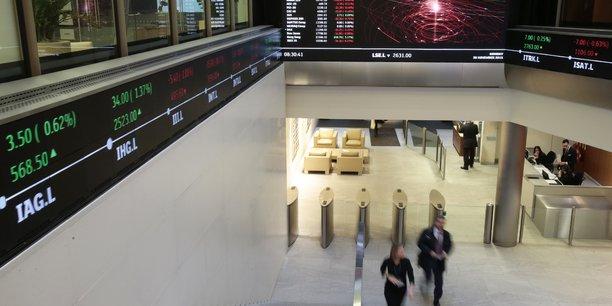 Le CAC 40, comme Wall Street et les autres marchés européens, reculent face à la troisième vague de l'épidémie.