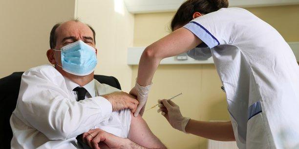 Le Premier ministre Jean Castex s'est, à chaque fois, fait vacciner devant les photographes.