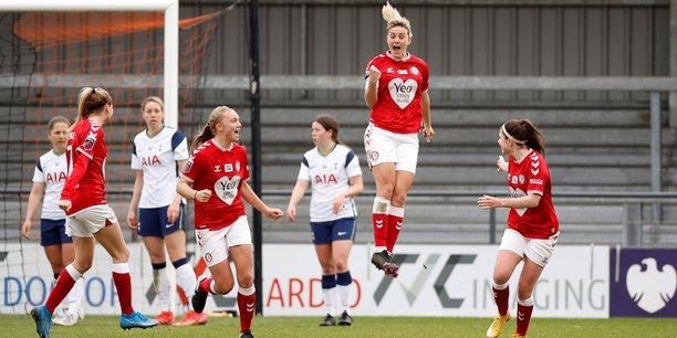 Le 21 mars 2021 au Hive Stadium (Londres), Gemma Evans, du club de Bristol City, célèbre son premier but contre Tottenham Hotspur lors d'un match de Super League féminine (WSL pour Women's Super League).