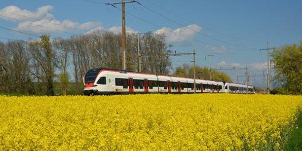 A  compter du 6 avril, tous les trains de la ligne qui relie Paris Montparnasse à Granville dans la Manche rouleront au colza, en lieu et place du diesel.