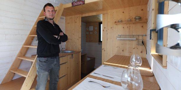 Guillaume Cordier, fondateur d'Occi'Tiny, à l'intérieur d'une de ses conceptions.
