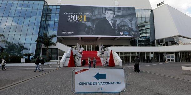 Le Festival de Cannes, plus important rendez-vous de cinéma au monde, qui se tient traditionnellement en mai, a décidé de décaler son édition 2021, désormais prévue du 6 au 17 juillet, plutôt que de risquer une seconde annulation (après celle de 2020).