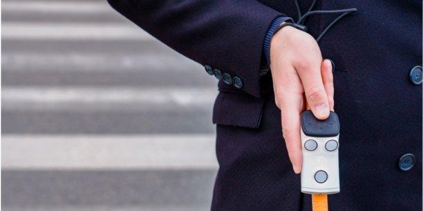 Le dispositif Rango se fixe sur une canne blanche et permet de percevoir les obstacles grâce à des ultrasons, transformés en sons en trois dimensions pour l'utilisateur.