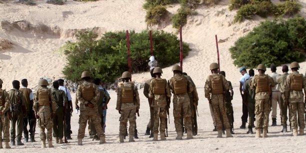 Deux bases militaires attaquees par des djihadistes en somalie[reuters.com]