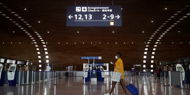 Chute de 89% du trafic passagers aerien en fevrier, pas de signe de reprise, selon l'iata[reuters.com]
