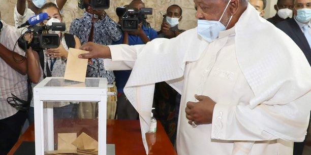 Djibouti: le president guelleh reelu a plus de 97%[reuters.com]