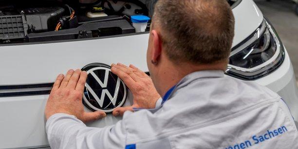 Volkswagen va augmenter les salaires apres un accord avec le syndicat ig metall[reuters.com]