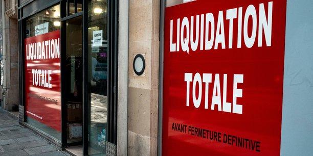 Photo d'illustration: rue de Rennes, à Paris, le 25 janvier 2021. La deuxième quinzaine de mars a été marquée par une explosion de 155% des défaillances par rapport à la même période de 2020, lors de laquelle le début du premier confinement s'était accompagné d'un gel des procédures du fait de la fermeture des tribunaux.