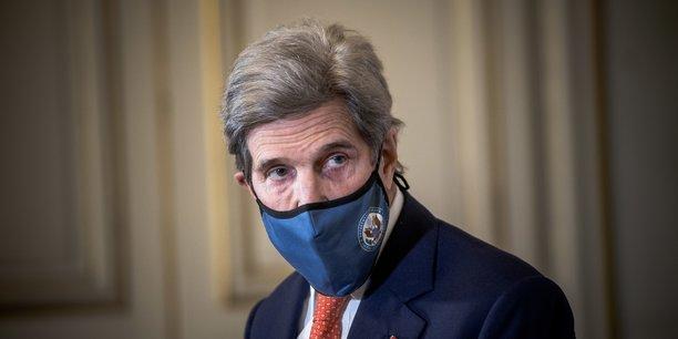 Photo d'illustration: l'envoyé spécial du président des Etats-Unis pour le climat, John Kerry, en visite à Paris, le 11 mars 2021, pour rencontrer notamment la ministre de la Transition écologique Barbara Pompili.
