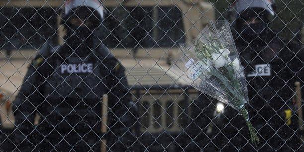 Usa: arrestation de la policiere qui a abattu un homme noir pres de minneapolis[reuters.com]