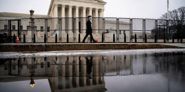 Usa: les democrates devoilent un projet de loi visant a reformer la cour supreme[reuters.com]