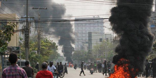 Birmanie: une manifestation violemment dispersee a mandalay[reuters.com]