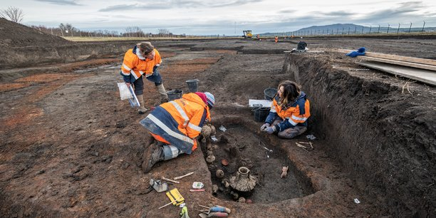Après de premières opérations de diagnostic réglementaires, l'Inrap peut aussi mener les fouilles complémentaires dans certains cas comme ici, avec la mise à jour d'une nécropole antique à Saint-Vulbas, dans l'Ain.