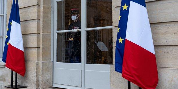 Photo d'illustration: un aide de camp surveille la cour de l'hôtel Matignon en attendant l'arrivée des prochains hôtes que va recevoir le Premier ministre, ce 23 novembre 2020.