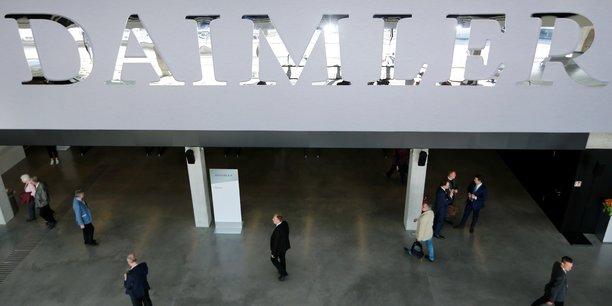 Daimler met jusqu'a 18.500 salaries en activite partielle face a la penurie de puces[reuters.com]