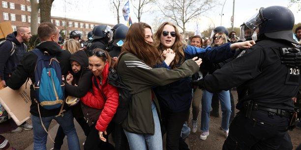 Coronavirus: heurts entre police allemande et manifestants anti-confinement[reuters.com]