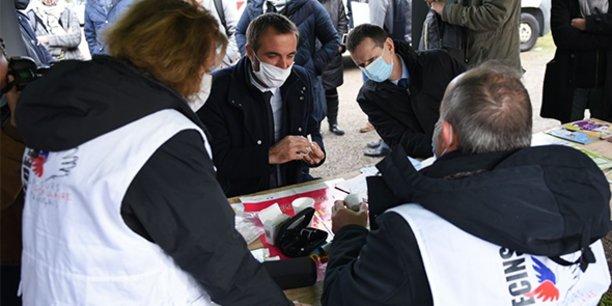 En décembre 2020, Michaël Delafosse, maire et président de la Métropole de Montpellier, et Jacques Witkowski, préfet de l'Hérault, rendaient visite aux associations en charge du marché de la solidarité, un espace dédié essentiellement à l'aide alimentaire.