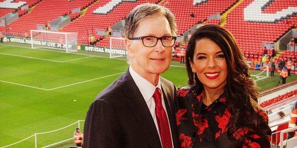 Le propriétaire américain John W. Henry, accompagné de son épouse Linda Pizzuti Henry, à Liverpool en 2016.