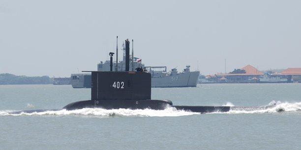Indonesie: course contre la montre pour retrouver le sous-marin disparu[reuters.com]
