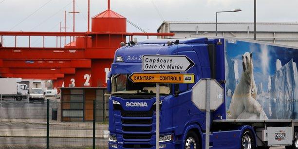 Des pecheurs francais bloquent des camions britanniques transportant du poisson debarque au royaume-uni[reuters.com]