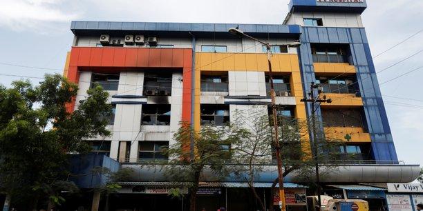 Coronavirus/inde: un incendie dans un hopital fait 12 victimes[reuters.com]