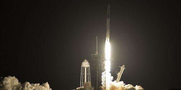 Decollage de la fusee spacex pour la mission crew-2 de la nasa[reuters.com]