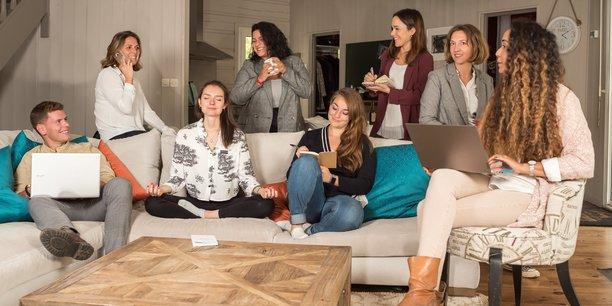 XXL Happyness qui compte 10 collaborateurs à Bordeaux travaille avec 70 prestataires pour améliorer la qualité de vie au travail auprès d'une trentaine de clients.