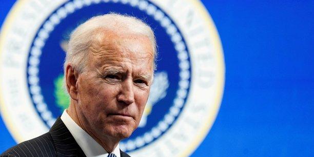 Le président américain Joe Biden a proposé mercredi d'investir, au cours des huit prochaines années, 2.250 milliards de dollars dans les transports, l'industrie ou encore les réseaux internet, pour améliorer la compétitivité du pays et créer des millions d'emplois. (Photo d'illustration: le président Joe Biden lors d'un bref discours à la Maison-Blanche à Washington, le 25 janvier 2021)