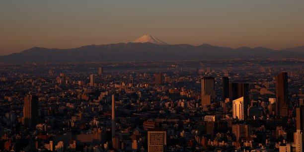 Coronavirus: le japon envisage de prolonger l'etat d'urgence[reuters.com]
