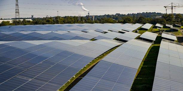 La centrale solaire photovoltaïque de Labarde est déployée sur une ancienne décharge au nord de Bordeaux.