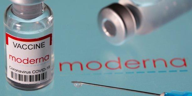 Moderna pourrait produire trois milliards de doses par an, ce qui, ajouté aux quatre milliards prévues par Pfizer-BioNTech, serait assez pour vacciner la planète entière avec une première dose, selon son PDG Stéphane Bancel.
