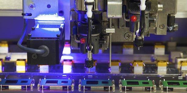 Avec ses 120 millions d'euros de chiffre d'affaires, la filiale grenobloise de l'américain Teledyne e2v semiconductors se pose comme une usine de semiconducteurs encore basée en France. Elle s'est développée autour d'une offre de capteurs d'images pour le secteur du contrôle industriel et du médical, ainsi que dans la fabrication de composants semiconducteurs de haute performance.