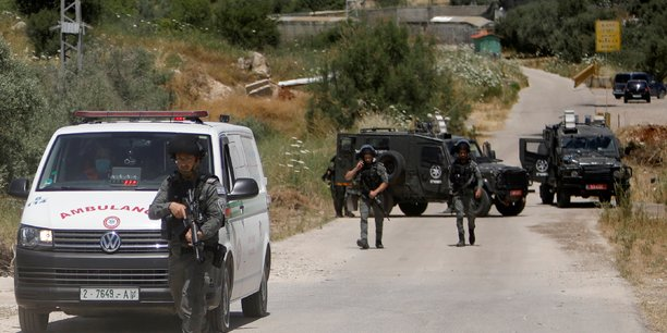 Deux palestiniens armes abattus en cisjordanie[reuters.com]