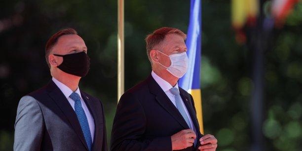 L'otan doit renforcer sa defense sur le flanc est de l'europe, dit president roumain[reuters.com]