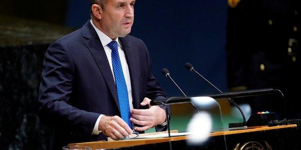 Bulgarie: le secretaire a la defense nomme premier ministre par interim[reuters.com]