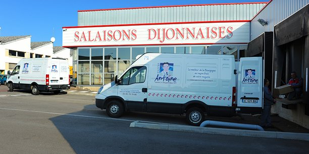 Les Salaisons Dijonnaises se diversifient avec du jambon sec, des terrines, du saucisson et, depuis le confinement, une gamme de saucisses à griller. Mais dans la capitale des ducs bourguignons, loi des origines oblige, on fait du jambon persillé et rien d'autre.