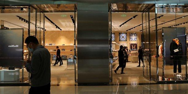 Burberry plonge en bourse apres des ventes jugees decevantes[reuters.com]